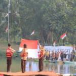 Unik, Banksasuci Gelar Apel Bendera di Tengah Sungai Cisadane